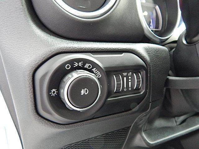 サハラ 4WD 左ハンドル カラードトップ 2.0Lターボ(18枚目)