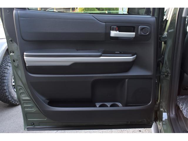 クルーマックス SR5 トレイルエディション 4WD アーミーグリーン プレデターサイドステップ アップルカープレイ ブラックバッジ(27枚目)