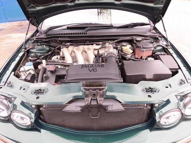 キレイなエンジンルームになります!エンジンの異音等も無く、いわゆるオイル漏れなども見つかりません!まさに良好の一言です!高速試乗テストを行い程度も確認済みです!どうぞご安心してご購入下さいませ!!
