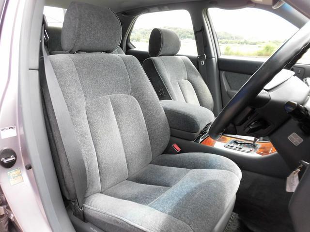前席シートになります!当社では内装にとことん拘った車しか仕入れ販売しておりませんので当然キレイな状態です!Goodコンディションですよ!!