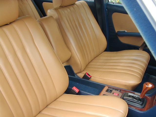 メルセデス・ベンツ M・ベンツ 230E ガレージ保管 ベージュ皮シート張り替え