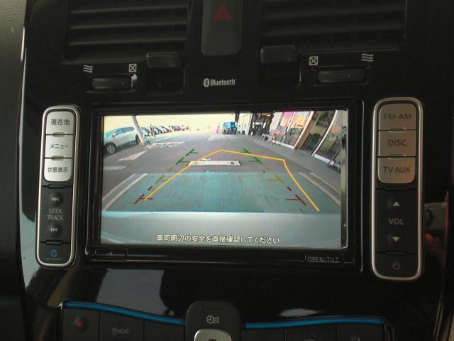 車両後方をモニターに映すバックビューカメラを装備しています。車幅、距離、予想進路線表示機能付きです