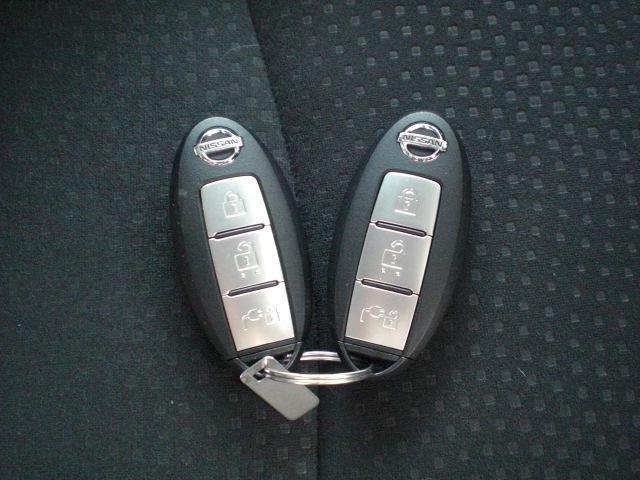 鍵を操作しなくても持っているだけでドアロック操作やシステム起動などができるインテリジェントキー