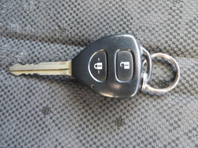 便利なキーレスエントリー、車両のアンサーバックも付いていますので、広い駐車場でもどこへ停めたか迷うことが少なくなります。