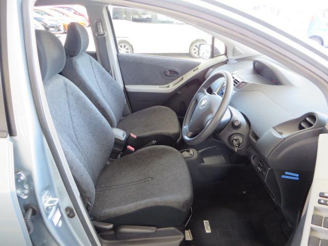 無理のない姿勢でドライブできるドライバーズシート、長距離運転でも疲れません。