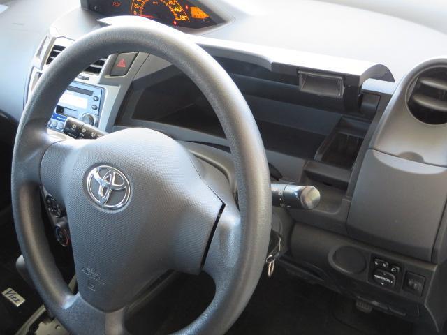 運転席前にもインストボックス装備。