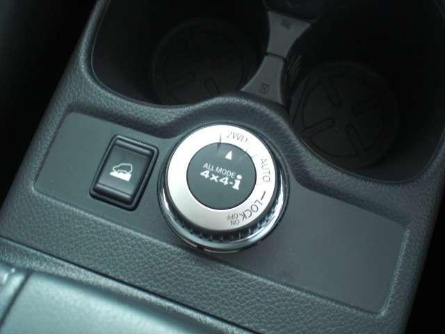 4WD切り替えスイッチとアドバンスドヒルディセントコントロール(速度設定機能付)、オールモード4WDで滑りやすいでも安心してドライブできます