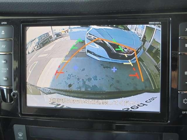 バックカメラ付きで駐車もラクラク。