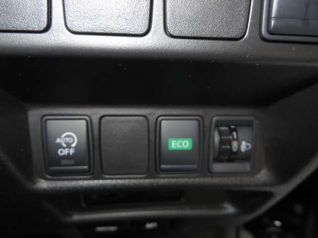 信号待ちなどで停止すると自動的にエンジンをストップさせて燃費を向上させるアイドリングストップ。再始動も早くて静かなECOモーター式です