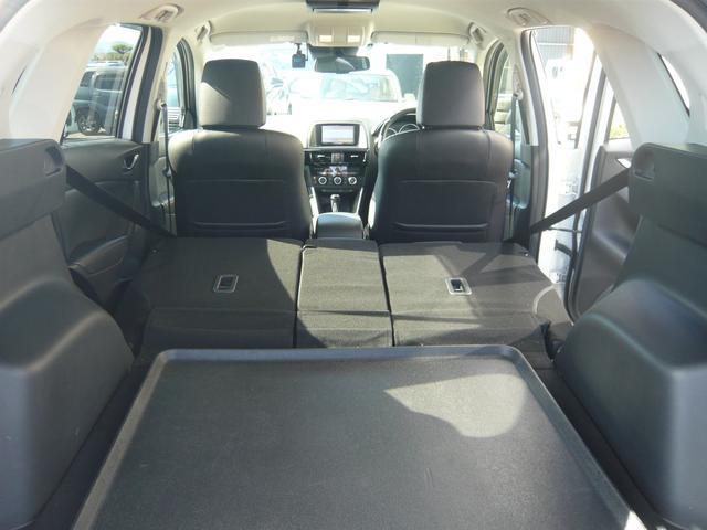 リヤシートを全て倒すと広々スペースで大きな荷物も積めちゃえます!使い勝手の良いお車です!