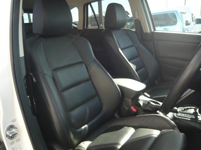 室内は禁煙車で気持ちの良い空間。助手席の方もリラックスして快適なドライブを。