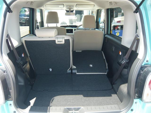 リヤシートは分割式で荷物に合わせてカスタマイズ可能!