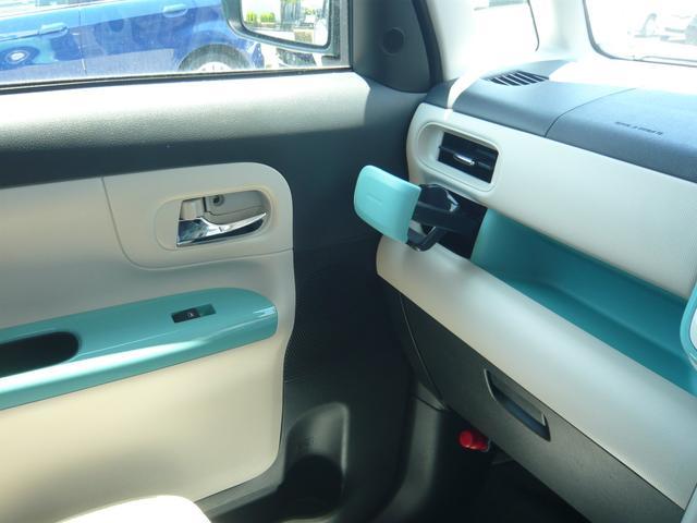 ボディカラーのグリーンに呼応した車内!可愛らしいミントグリーンの車内パネルでお洒落で可愛らしい雰囲気です