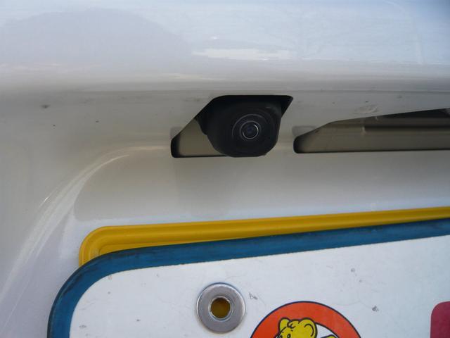 リヤカメラ装着!ナビ、モニターとの接続で後部視界を映し出すことが可能です。狭い駐車スペースや障害物との距離感にピンポイントで駐車することができます。もちろん後付けナビにも対応しております!