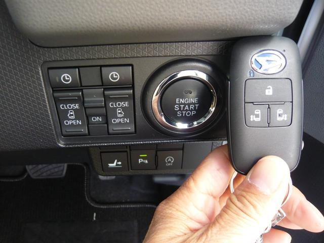 両側電動スライドドアはキーのスイッチで開閉可能!また、運転席にもスライドドアの開閉スイッチが付いています!