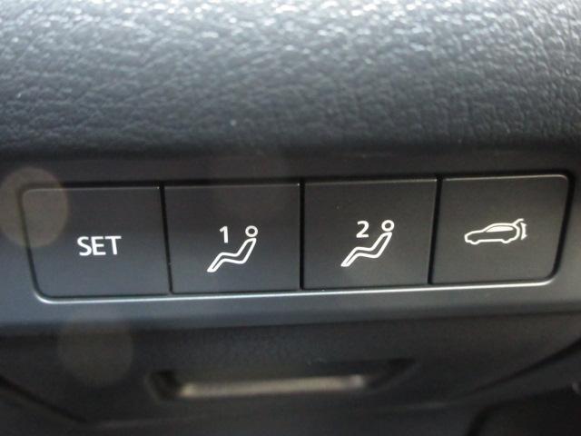 運転席はメモリー機能付きパワーシートです。