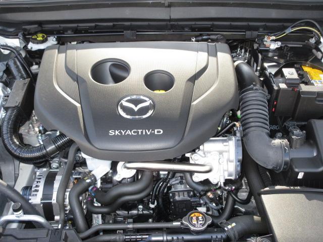1.8ディーゼルエンジン。低回転から発生するパワフルなトルクと、優れた環境性能、低燃費性能。
