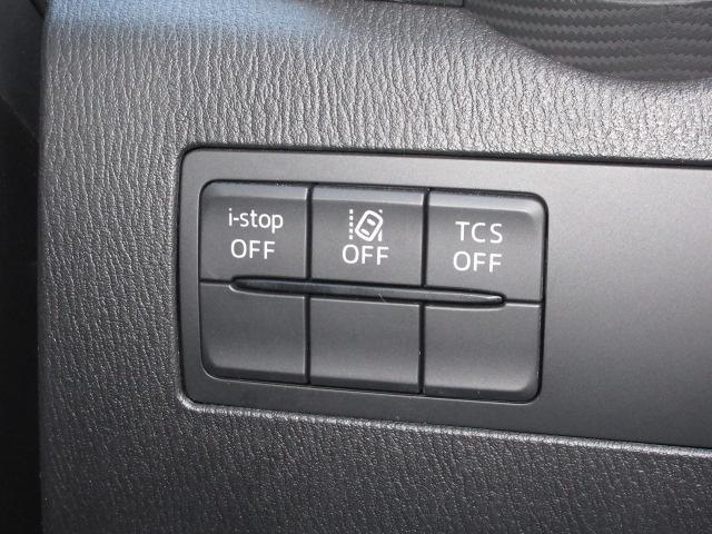 安全装備に関するスイッチ類は運転席右側に集中設置。