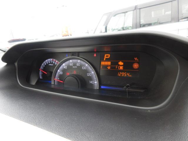 運転状況に合わせて照明色が変化するステータスインフォメーションランプやマルチインフォメーションディスプレイが付いたメーターです。