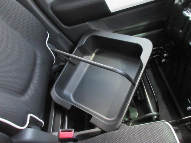 助手席シート座面下部には小物入れを装備☆トレーは取外し可能なので、水洗いもOK♪お問合せは、各務原店:058-383-2211まで☆