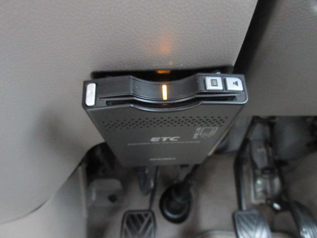 高速道路で今や必需品のETC車載器、運転席下部に装備