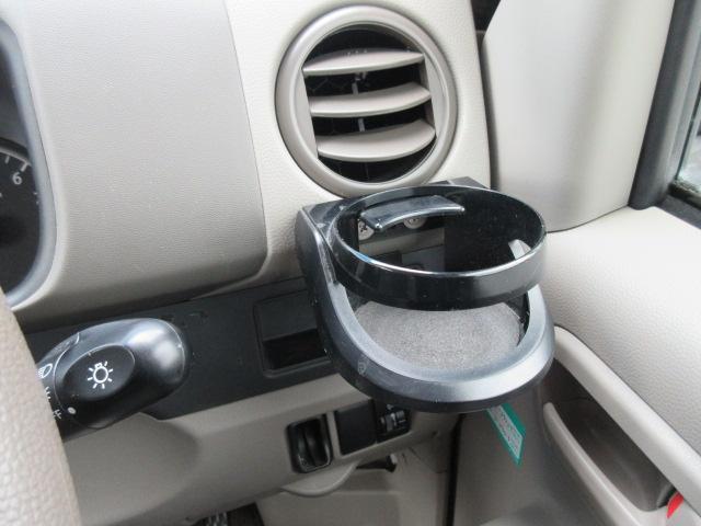 運転席すぐ前の使いやすいカップホルダー
