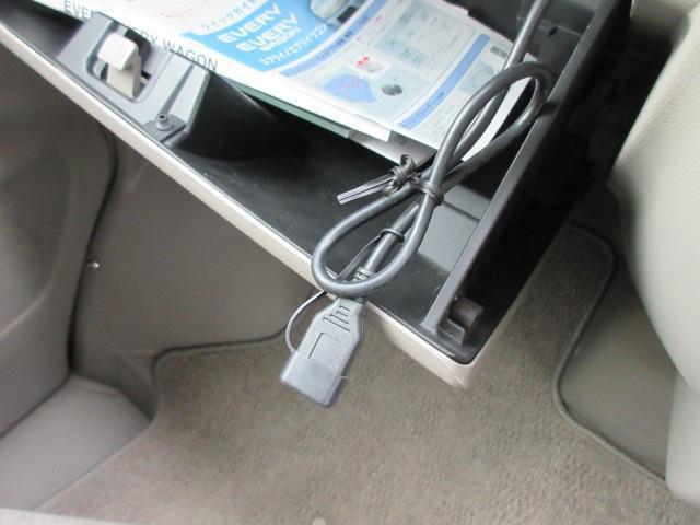 ナビ&オーディオデッキにUSB入力用コードあり、