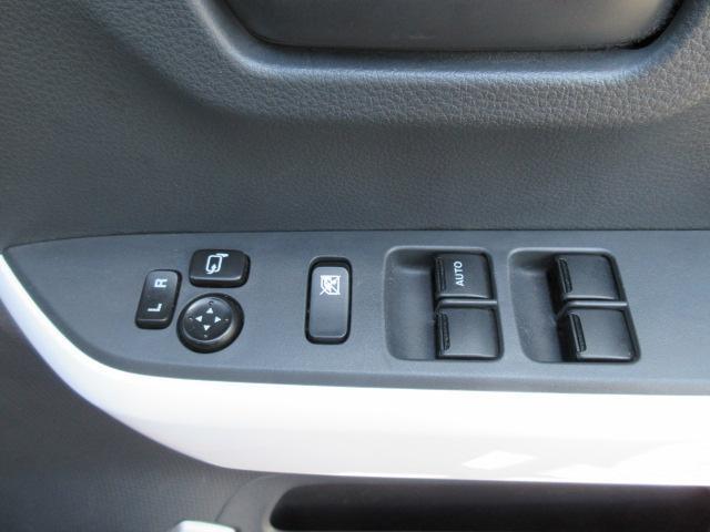 各スイッチ類がひじ掛け上部に使いやすく並んでいます