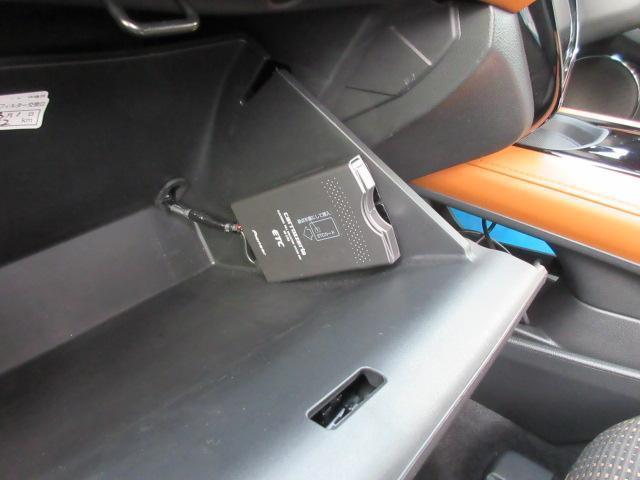 グローブボックス内には、ETC車載器が付属☆ETCカードをお持ちなら、高速道路等の料金ゲート通過がラクラクです♪お問合せは、各務原店:058-383-2211まで☆
