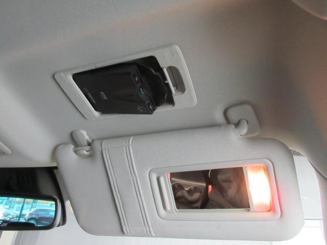 ETCは運転席サンバイザー裏についております。普段あまり見ることはありませんが、トップシーリング(天井)もきれいな状態です。