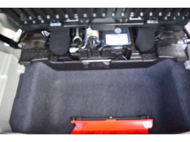 M 9インチMナナビ・フルセグTV・ETC 衝突軽減 コーナーセンサー キーレスキー パワステ ベンチシート 寒冷地仕様 シートヒーター エアコン ABS WエアB 横滑り防止 盗難防止システム フルセグ(18枚目)