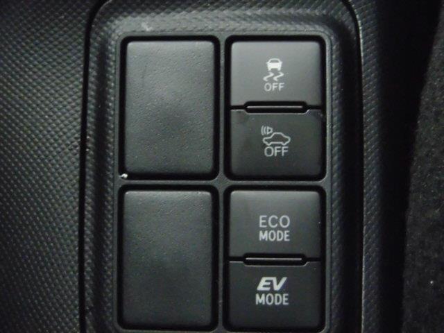 お財布に優しいハイブリット車です!月々のガソリン代が節約できますよ!また環境にも優しいです。