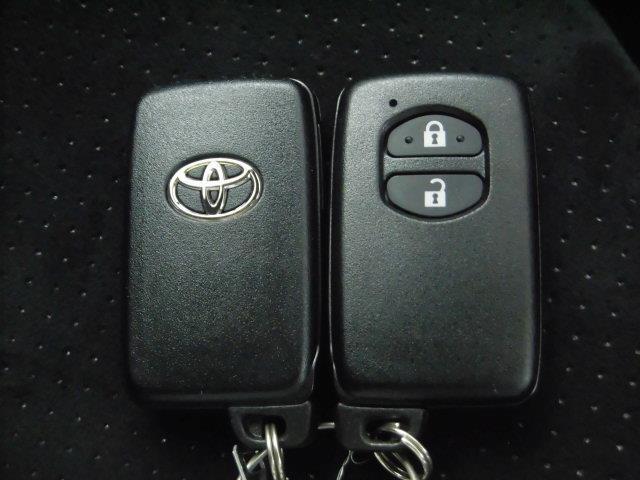 スマートキー付です。かばんやポケットに入れて持っているだけで、ボタン一つでドアー開閉、エンジン始動できます。