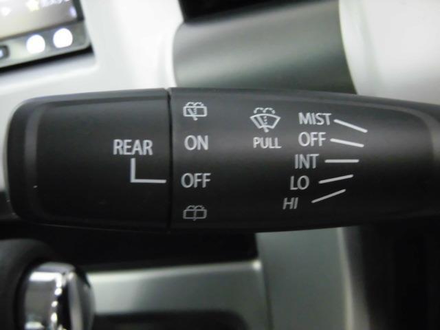 高級車ならではの装備であるウインカーミラー。外観の美しさだけではなく、運転時の安全性も上がる装備品です。