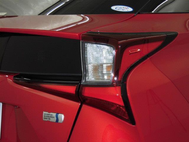S サンルーフ フルセグ HDDナビ DVD再生 ミュージックプレイヤー接続可 衝突被害軽減システム ETC LEDヘッドランプ アイドリングストップ(9枚目)