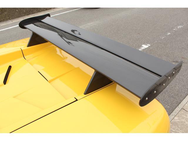 標準リアウイングからカーボン製GTウイングへ変更!角度調整可能です!
