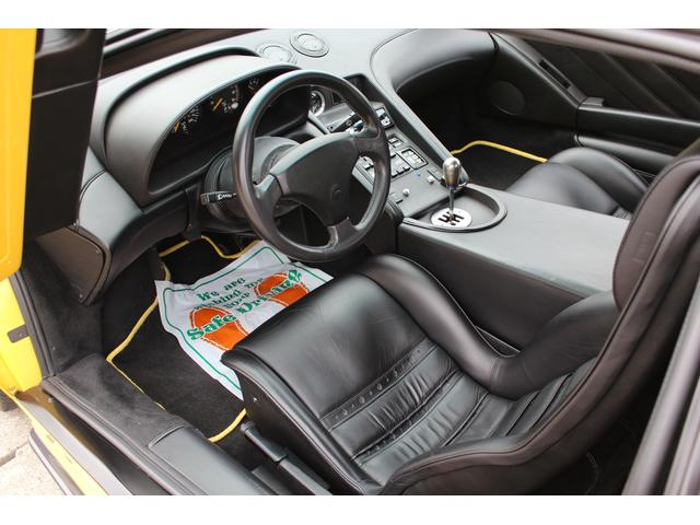 運転席&助手席にはホールド製の良い黒革シート付!年式から考えてもスレや汚れもほとんどなく綺麗な状態が保たれています!