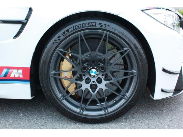DTMチャンピオンエディション 国内25台限定・ディーラー車・左H・MDCT・ドライブロジック・カーボンブレーキ・CFPRルーフ・Mバケットシート・Mストライプ・Mステアリング・ロールゲージ・純正チタンマフラー・20インチAW(27枚目)
