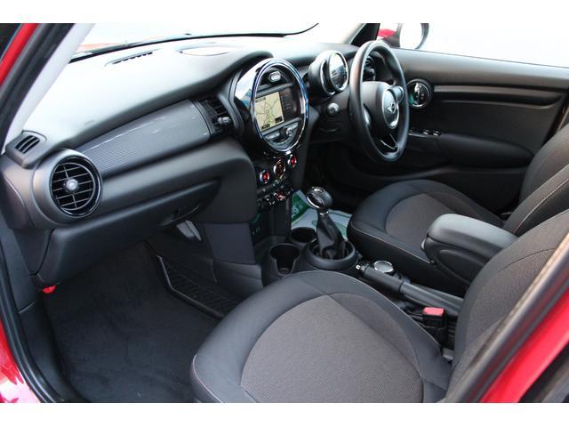 クーパー ディーラー車・1オーナー・MINIエキサイトメントPKG・パーキングアシスト・OP17AW・ユニオンジャックデカール&サイドミラー・キセノンヘッドライト・純正HDDナビETC・(19枚目)