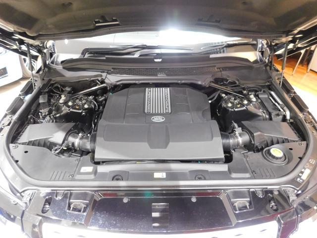 3.0V6 スーパーチャージド ガソリンエンジン。最高出力340PS、最大トルク450Nm(カタログ値)。低回転から力強く加速し、十分なパフォーマンスを与えます。