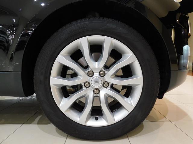 標準仕様の20インチ5スプリットスポーク【スタイル520】ホイールを装着しています。タイヤサイズは255/55R20です。