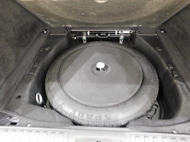最近の車両には珍しく、スペアタイヤ(スペースセーバー型)を搭載しています。