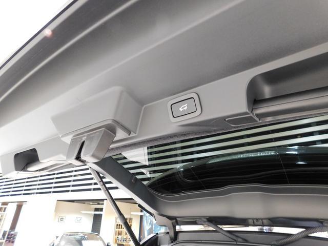 HSEグレードは【ハンズフリー・テールゲート】を標準装備しています。スイッチ操作、リモコン操作、足のジェスチャーのいずれかで開閉可能です。開放時の高さ調整も出来ますから、小柄な方にもたいへん便利です。