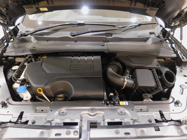 インジ二ウム P200 2.0リッター4気筒ターボガソリンエンジン。最高出力200ps、最大トルク320N・m(カタログ値)の扱いやすいオールアルミエンジンは、新設された自社工場で生産されています。