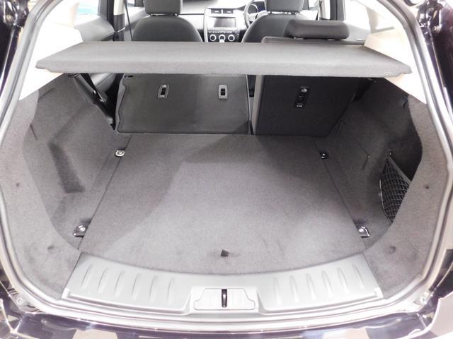 トランク容量は通常577リットル、6:4分割可倒リヤシートを倒せば最大1234リットルまで拡大します。