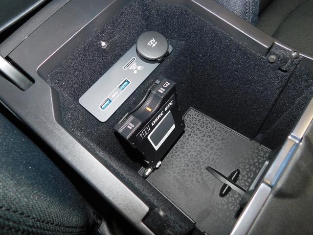 ・・・ETC2.0車載器と、USBネクタ2基、12V電源ソケットを内蔵。iPodなどを接続して音楽を鳴らすことが可能です。SIMカードは【コネクトプロ】Wi-Fiスポット用です。