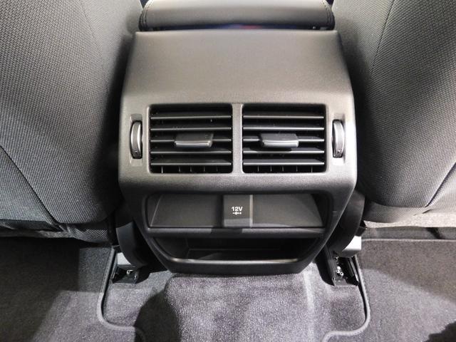後席用のエアコン吹出口もちゃんと装備されています。夏場に必要な冷風も、しっかりと後席へ送られます。