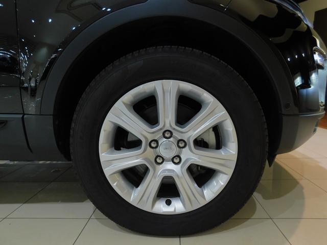 SE-Plus標準仕様の18インチ7スポーク 【スタイル706】 を装備しています。タイヤサイズは235/60R18です。