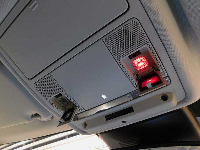 InControlのオプション装備【SOS緊急コール】と、車両の不具合発生時に【ロードサイドアシスタンス】を呼ぶための手動スイッチが設置されています。