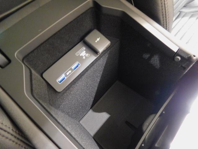 ベースグレード 180PS D180 7人乗 ブラックパック 18インチブラックAW ドライブパック 液晶メーター クリアサイトミラー 接触充電 スマートフォンパック プライバシーガラス 本革・電動シート クリック&ゴー(36枚目)